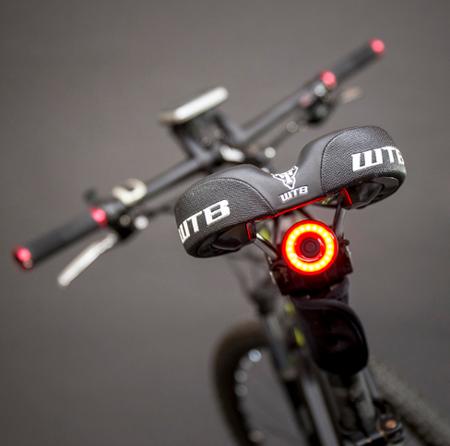 Lampka LED tylna z czujnikiem ruchu / funkcja STOP (11)